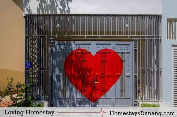 Cong-chinh-Loving-homestay-tai-da-nang