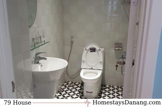 phong-ve-sinh-79-house-thue-homestay-o-da-nang